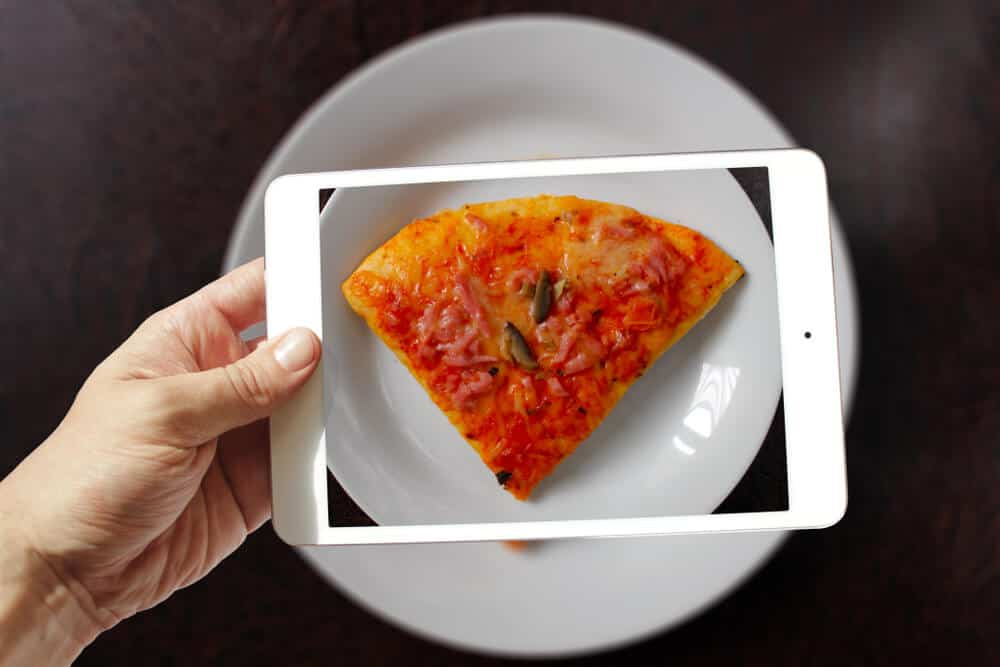 Digital picture of a Pizza on a plate.