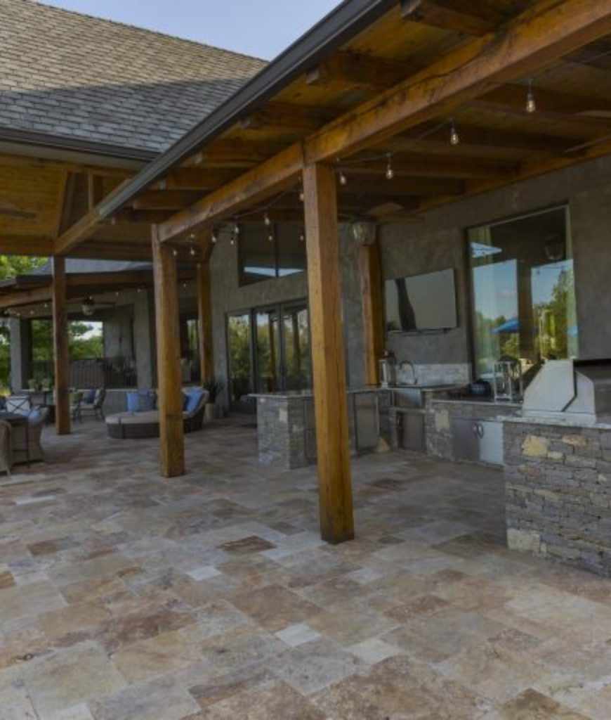 jason-aldean-tennessee-estate-outdoor-kitchen-081318
