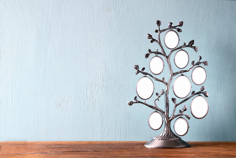 A family tree picture frame that can accommodate multiple photos.