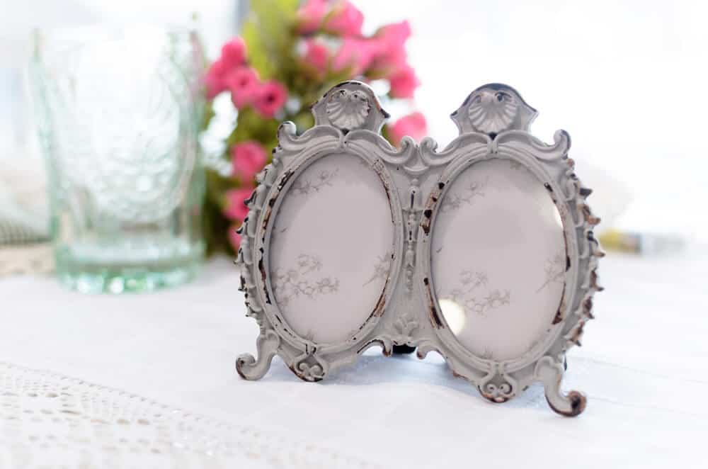Small, folding picture frame with an oval-shaped structure.