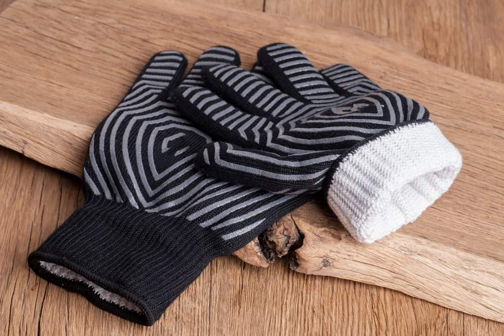 Protective grill mitts in black and grey colors.