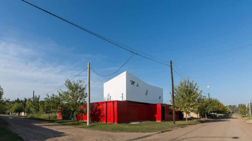 A red shipping container house that looks so modish and stunning.