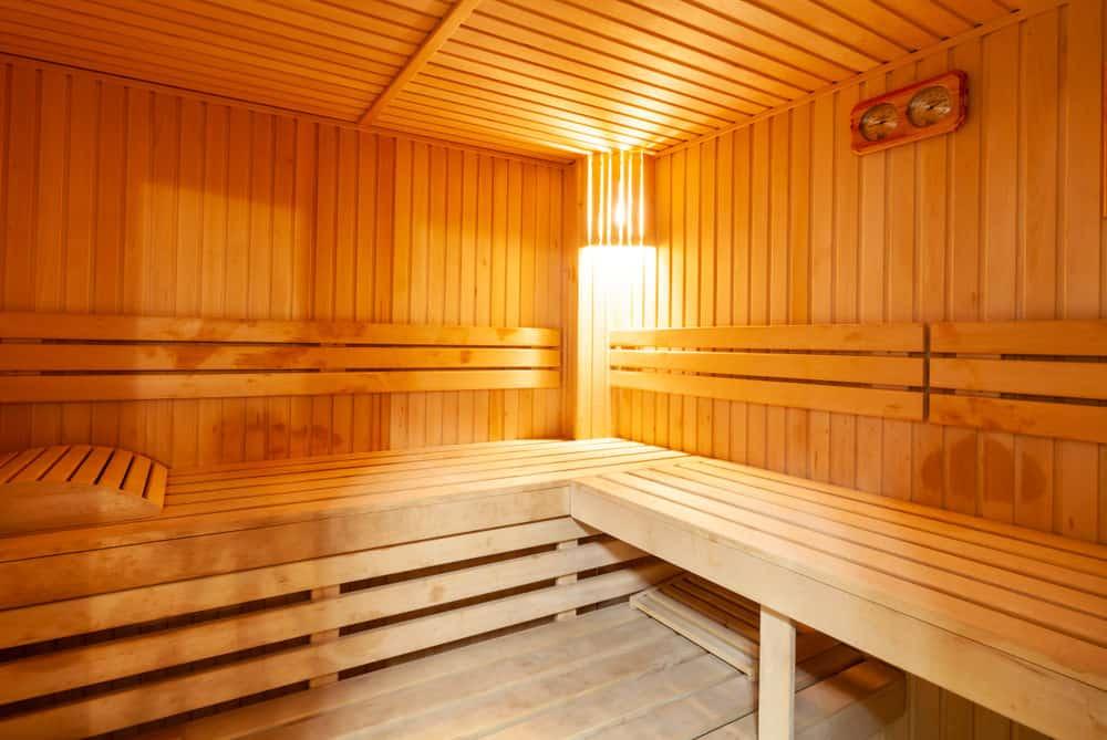 Single bench tier sauna
