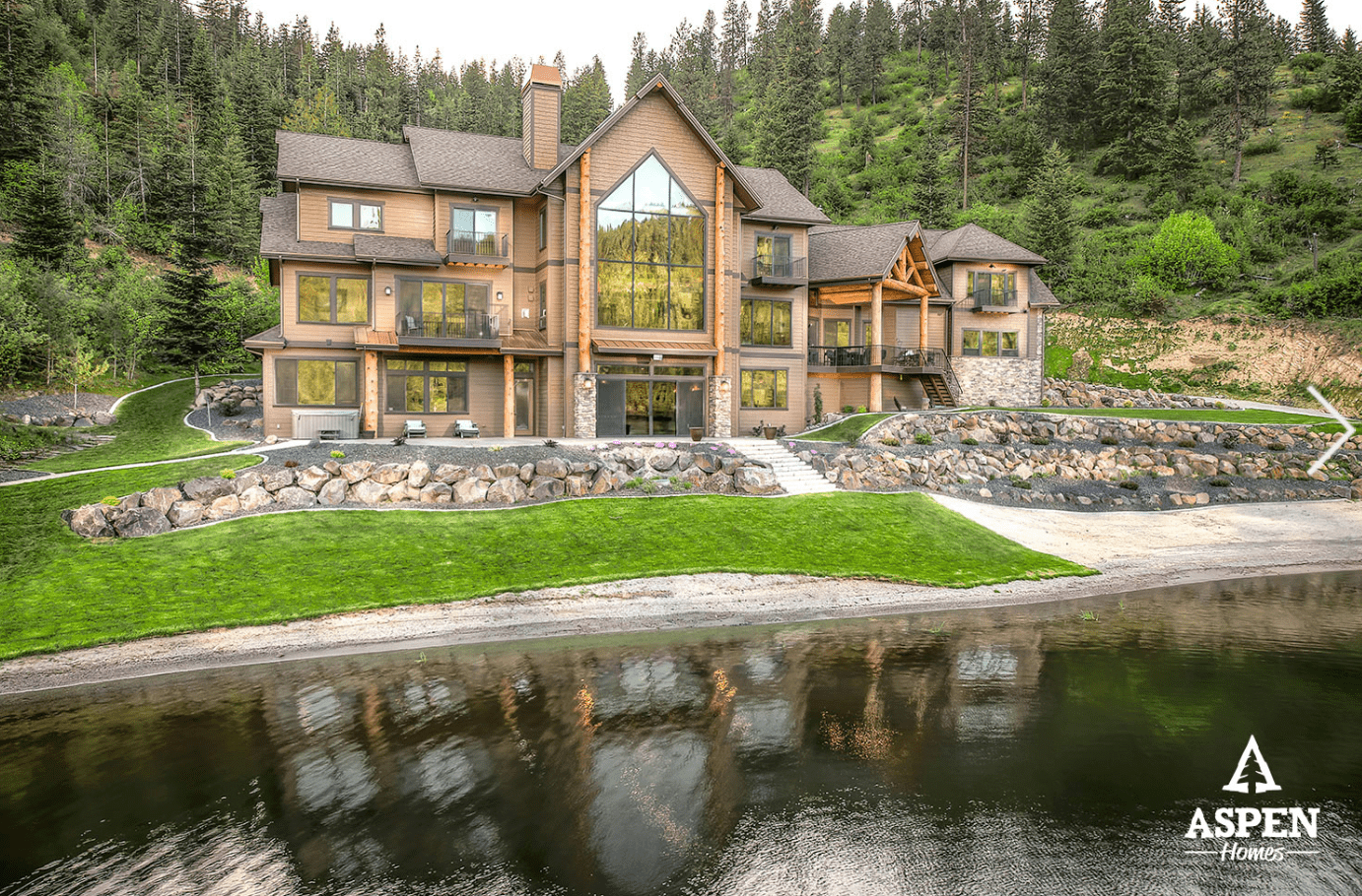 Aspen Homes example of custom built home on the lake