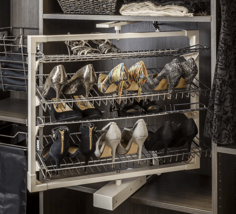 Revolving shoe rack