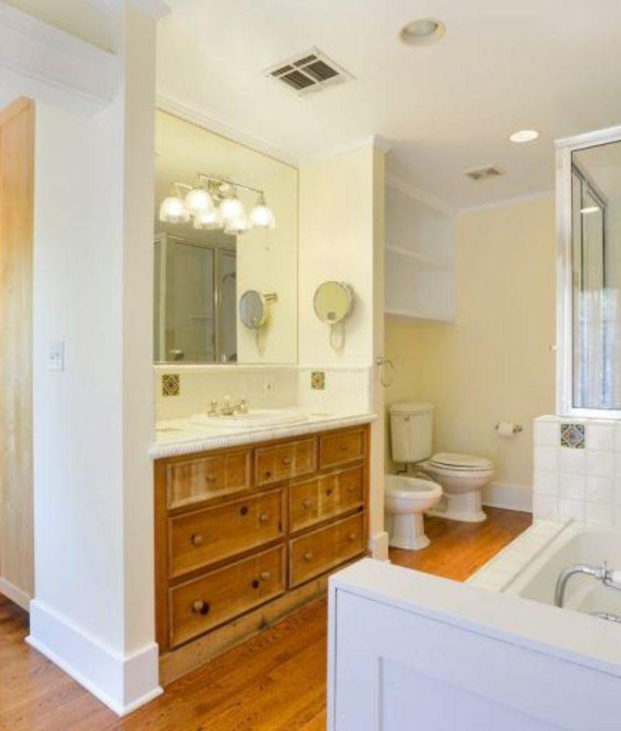 alfred-molina-west-hollywood-home-bathroom-091718