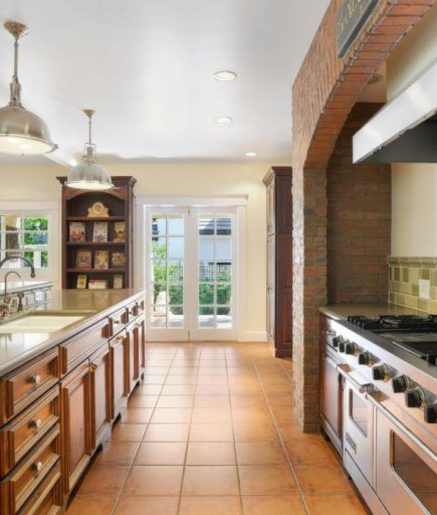 alfred-molina-west-hollywood-home-kitchen2-091718