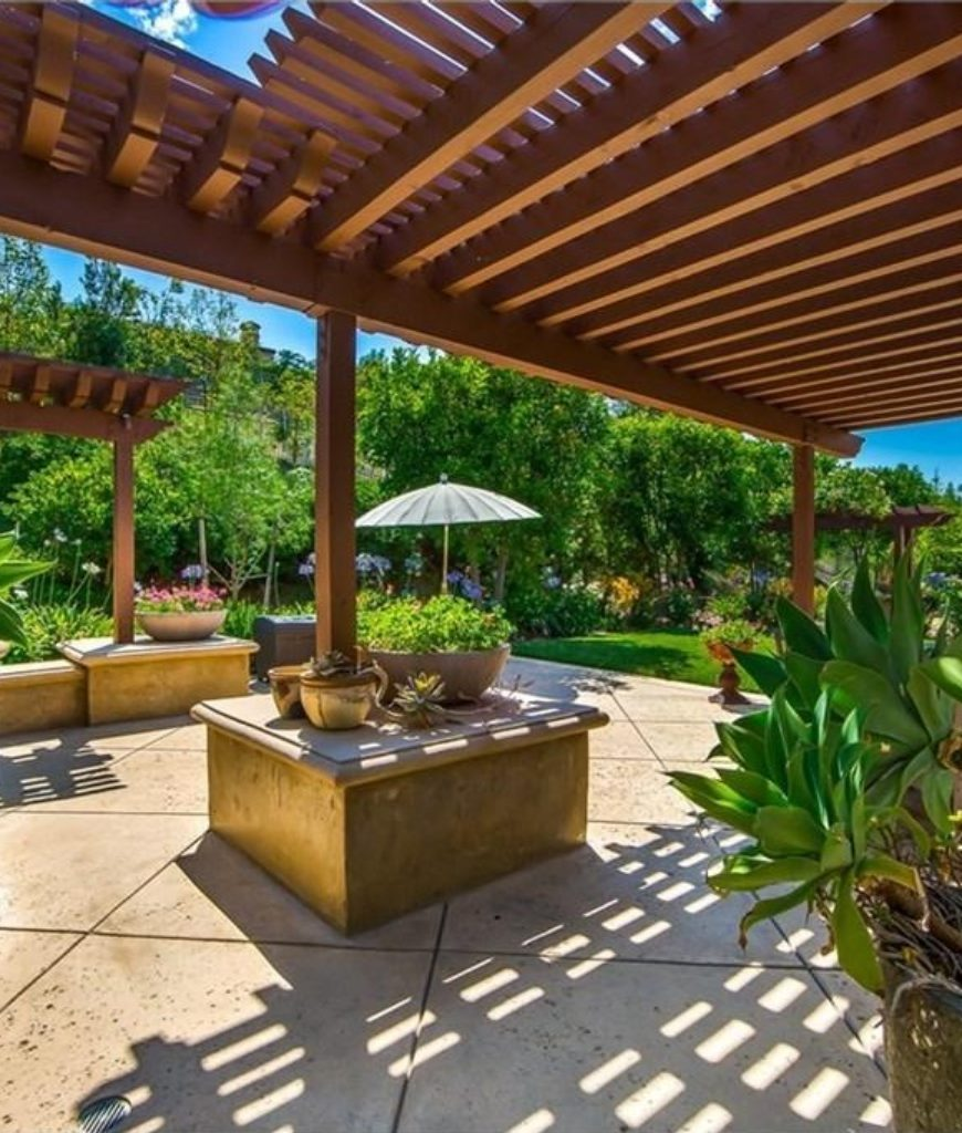 alfred-molina-west-hollywood-home-outdoor-kitchen-091718