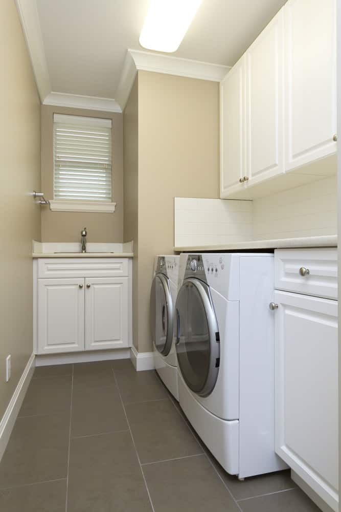 45 brilliant small laundry room ideas 2019photos - Laundry room wall ideas ...