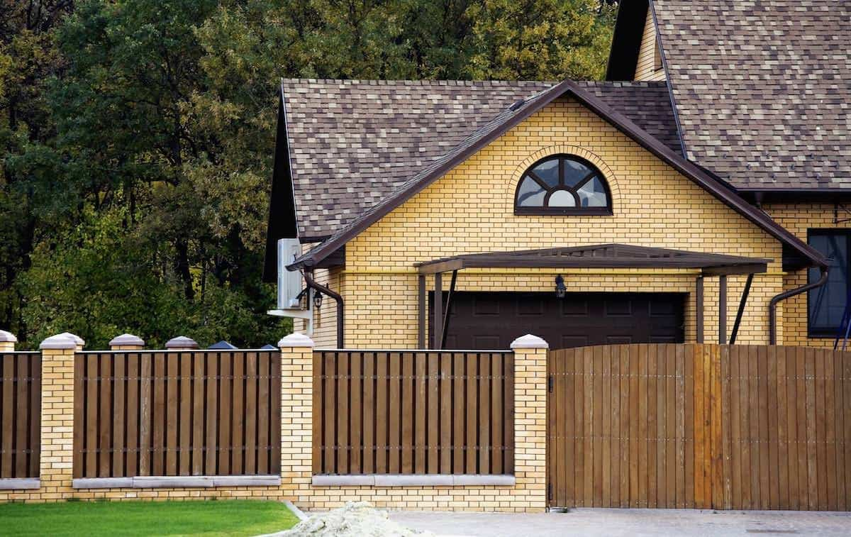 13 Outstanding Privacy Fence Ideas (Different Types)