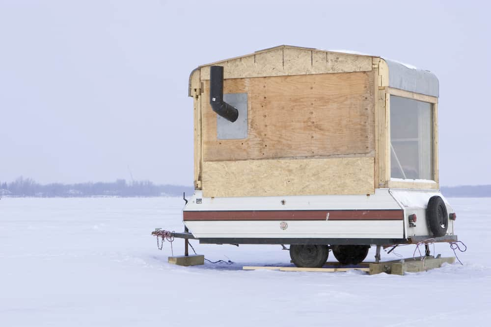Ice-fishing camper trailer
