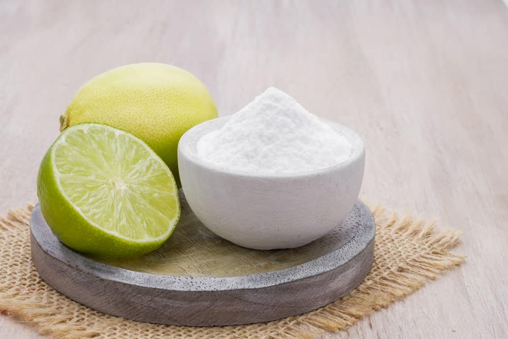 Baking soda and lemon are common laundry detergent alternatives.