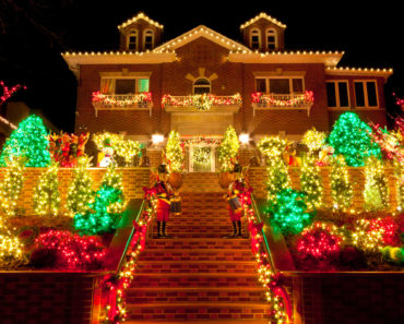 House with incredible Christmas light display