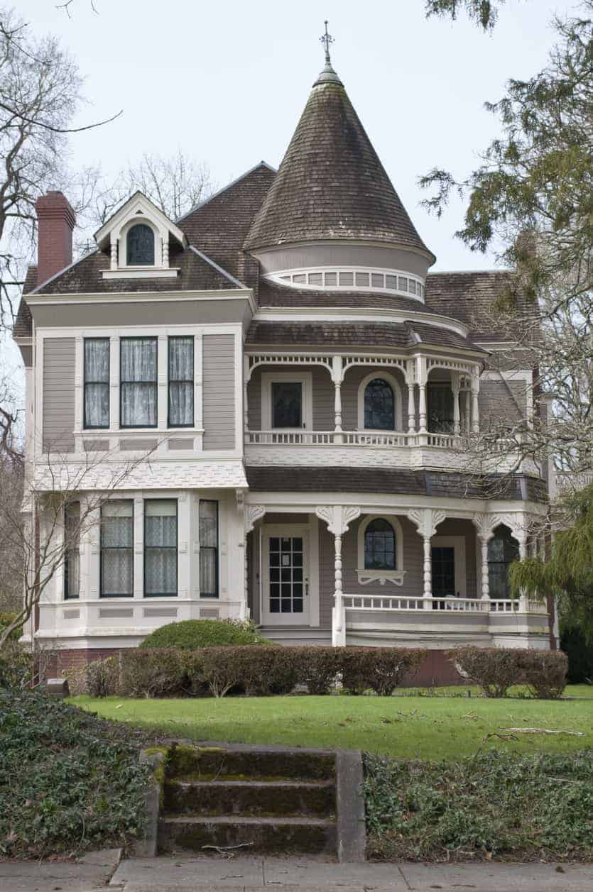 The Settlemier House Built around 1892 in Woodburn, Oregon has a turret structure built onto the roof. It's large and the rounded parts of the home include a rounded porch.