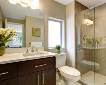 Example of a very nicely decorated and design mall master bathroom