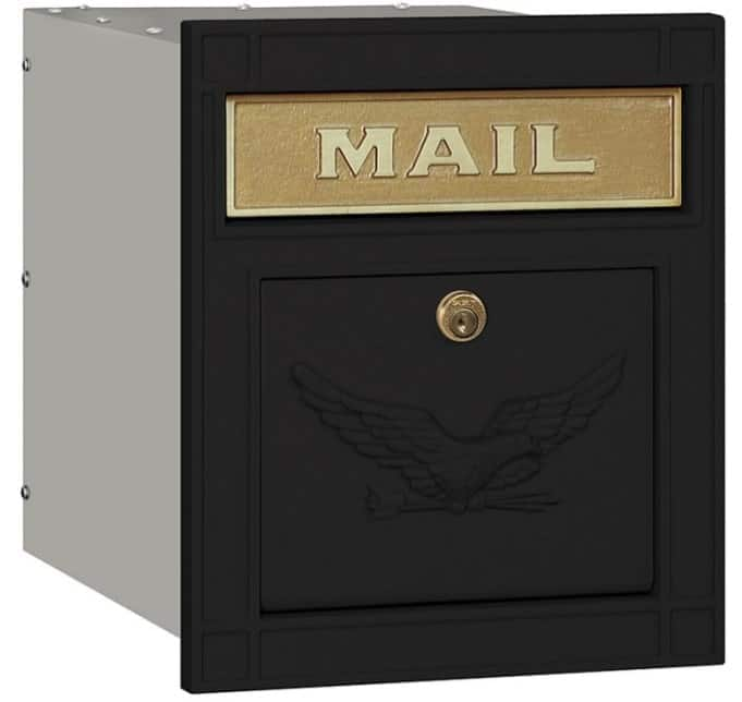 Mailbox with locking feature.