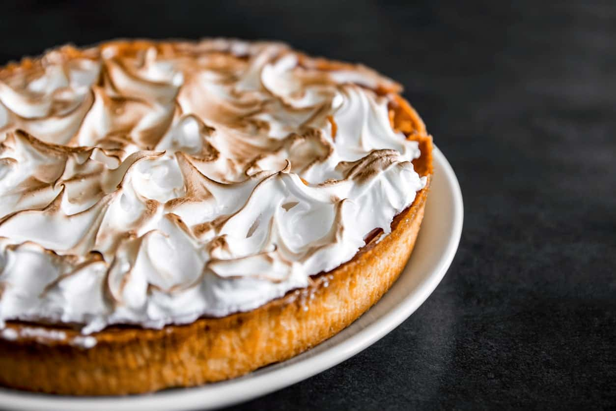 Baked lemon meringue pie