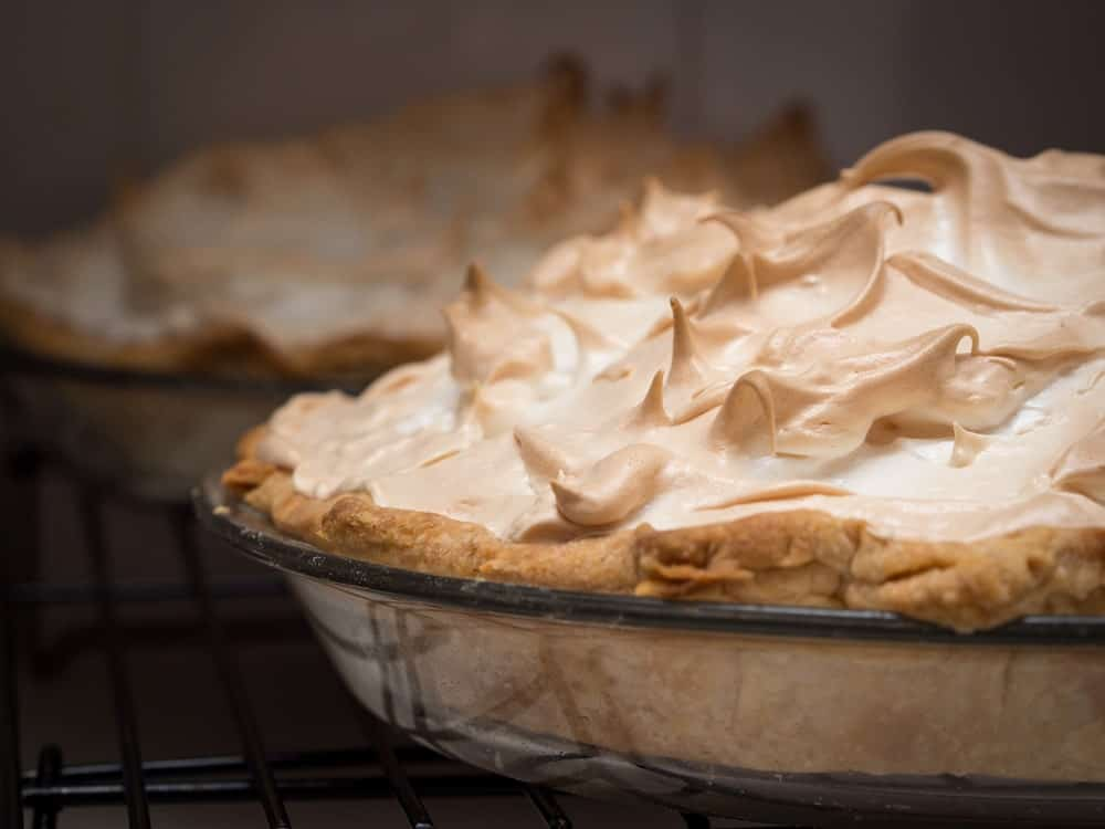 Cool lemon meringue pie