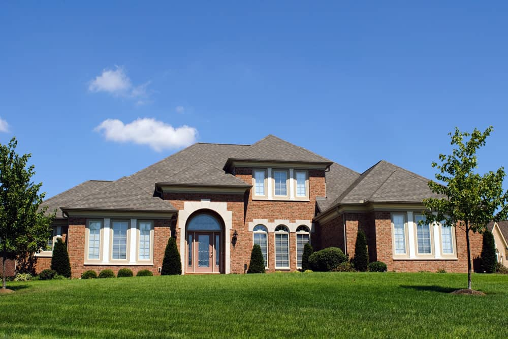 This red brick house has borrowed many elements from Palladian architecture. The tall and majestic windows, the arched doorway and the dark gray hip roof are the trademark styles of Palladian architecture. This wonderful villa, surrounded by a green landscape, looks like it is an ideal place for old English aristocrats.