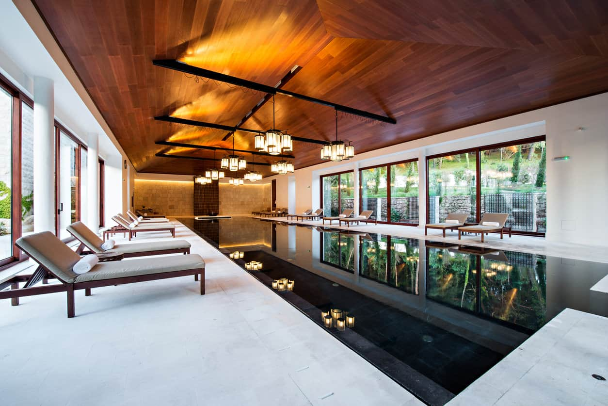 Pretty as a picture best describes this splendid indoor swimming pool with a gorgeous vinyl ceiling and stunning hanging lantern-like cylindrical lights. With huge windows on either side, you can swim and enjoy nature both at the same time.