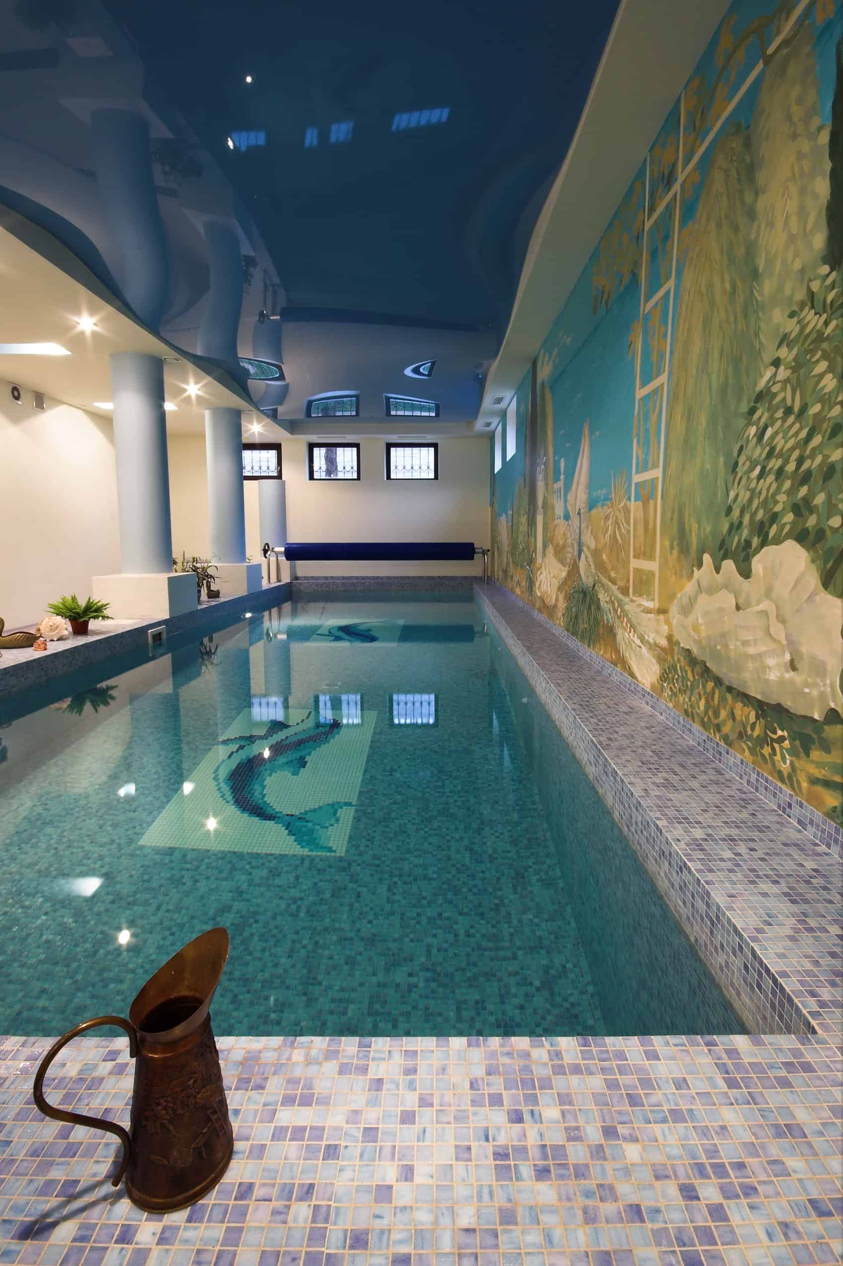 This indoor pool has a huge covered wall at one side and is beautifully painted all over, and pillars on the other side, giving it a very imperial look.