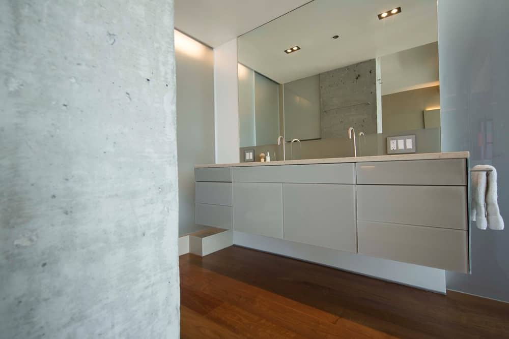 This is no ordinary bathroom. This modern bathroom has gorgeous gray textured walls and a warm toned hardwood floors for a gorgeous finish. All the elements and colors elevate this bathroom from its competition.