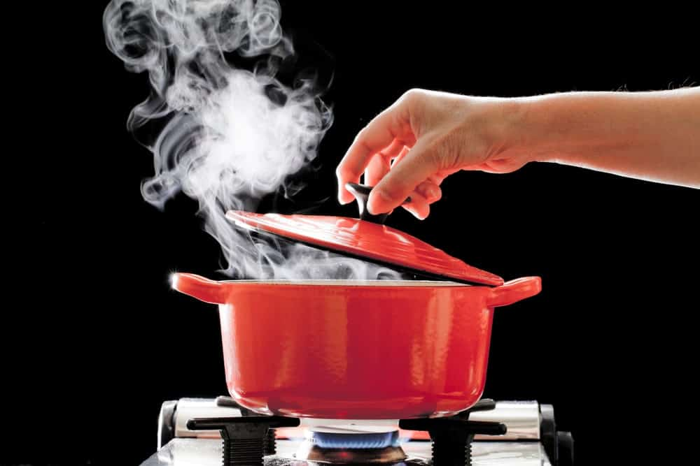Opening or closing the olla's lid and letting the steam out.