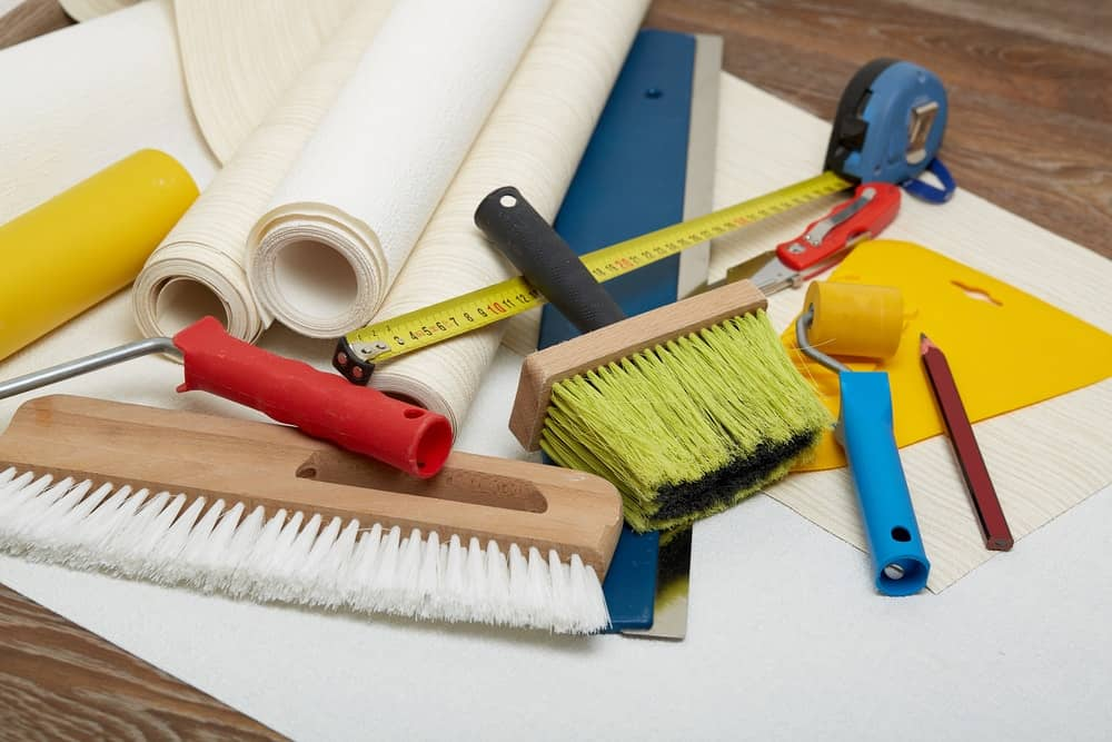 Different types of wallpapering tools.