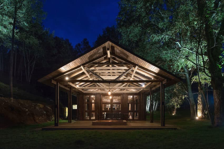 As you can see, the structure is very simple. It's a long rectangle with a standard gabled roof. But, you have to love the exposed beams throughout.