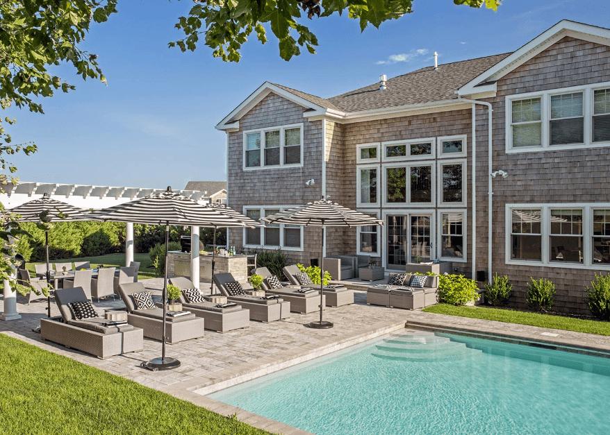 Wood shingle exterior East Hampton home designed by DÉCOR AID