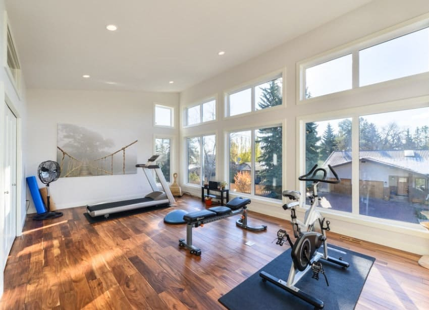 Adding paintings in your home gym is a great way to liven up the space. They also make the home gym look more aesthetically pleasing.