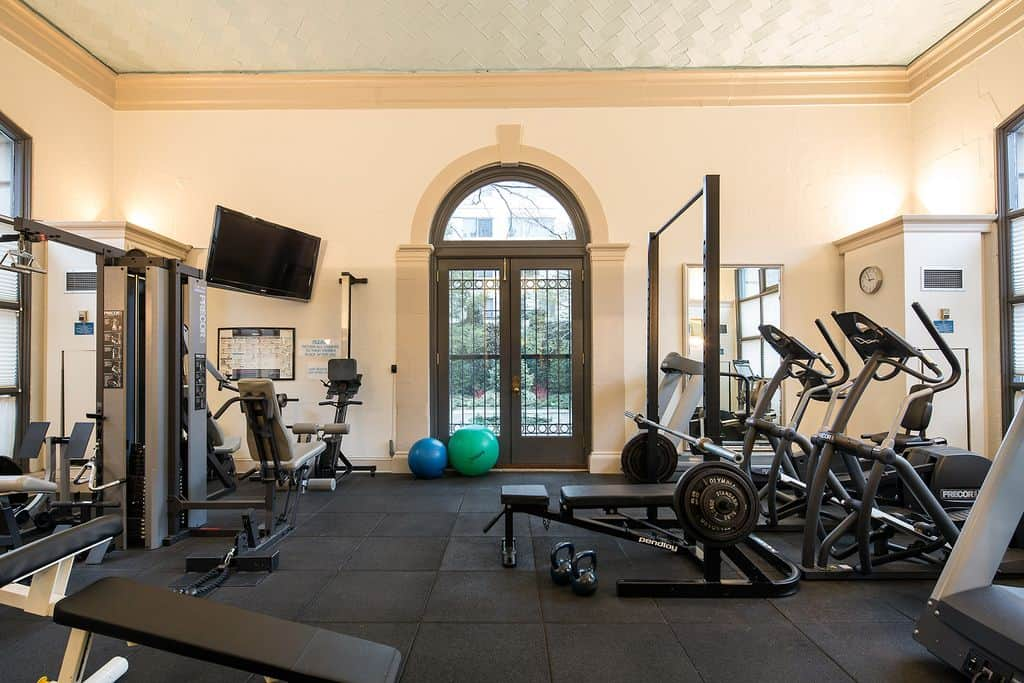 High ceilings can make the workout location look less cluttered even if you have a lot of machines. Using windows and mirrors is also a good idea to open the space up.