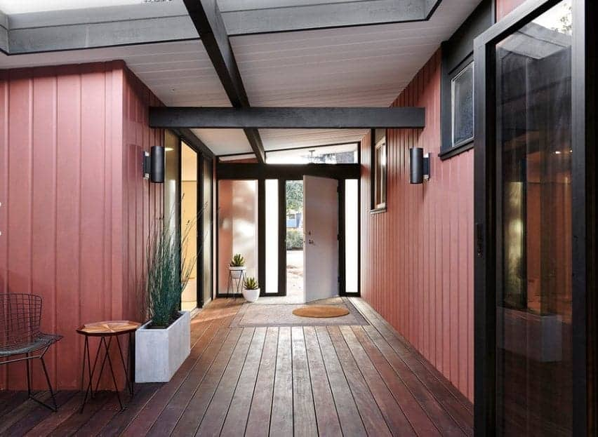 Mid-century foyer featuring hardwood floors, walls and ceiling painted by different colors. There are beams supporting the walls and ceiling too.