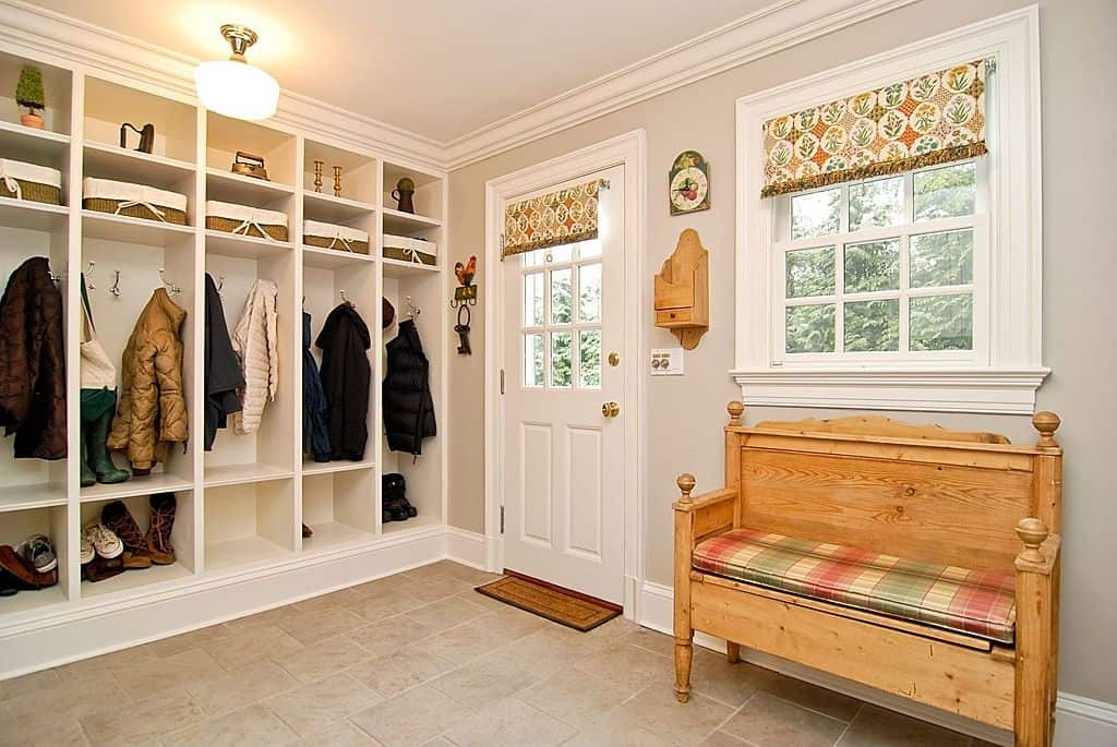 With a proper seating space and a well-built open wardrobe, this mudroom is super elegant and too pretty for a mudroom.