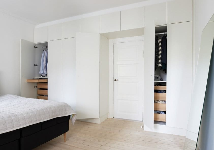A blend of contemporary and traditional style, this closet has folding doors that turns in on itself. The closet is white and no-fuss and it is evident that the cute blouses, little booties and knick and knacks should be the focus of this closet.