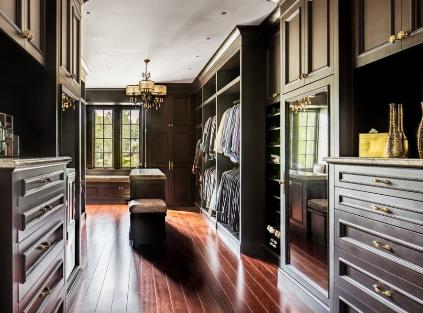 Royal and regal, this majestic walk-in wardrobe is made solely from wood for a truly beautiful look.