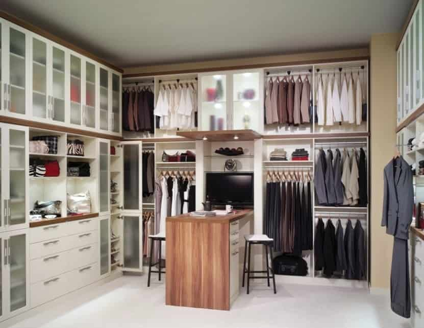 Did you notice the center desk that is large enough to hold a LCD screen and still has extra space left for other work? We love the elegance and purposefulness of this really chic walk-in wardrobe!