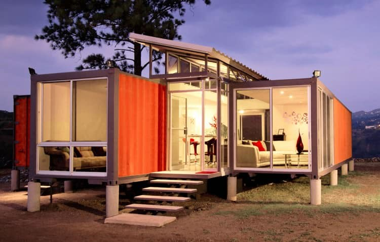 Inexpensive container house by Benjamin Garcia Saxe