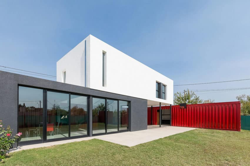 Modern red and white container house by José Schreiber Arquitecto