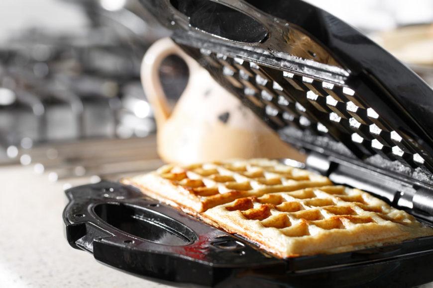 Waffle iron making waffles