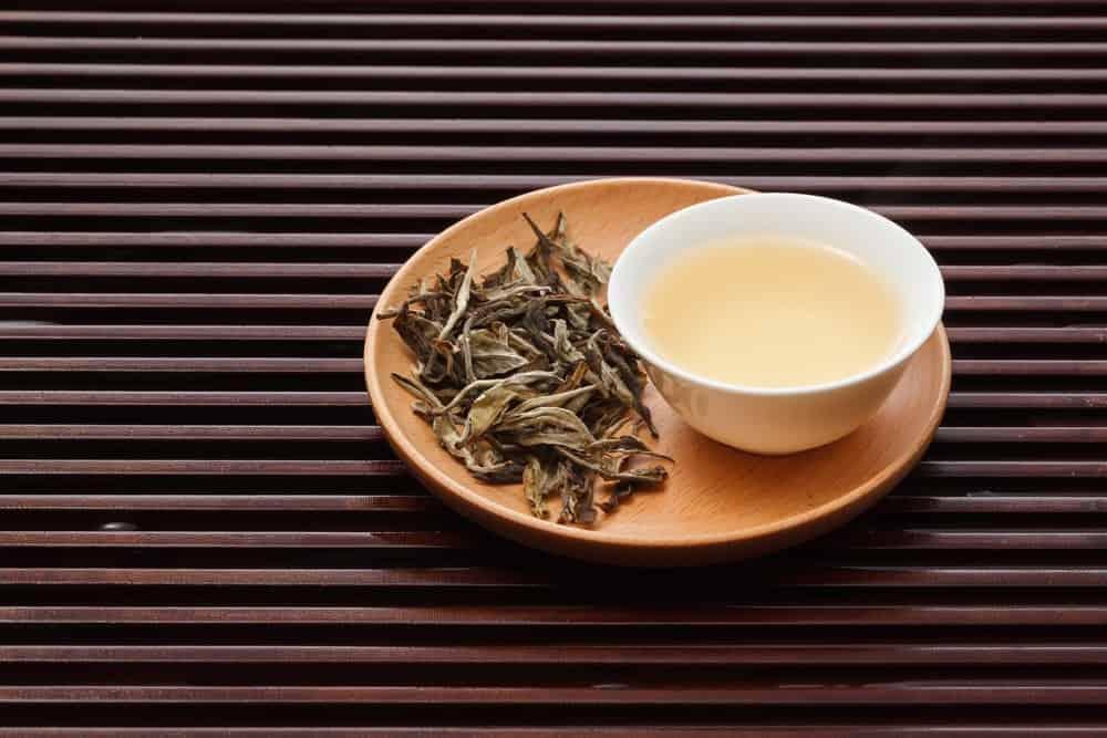 Low caffeine white tea