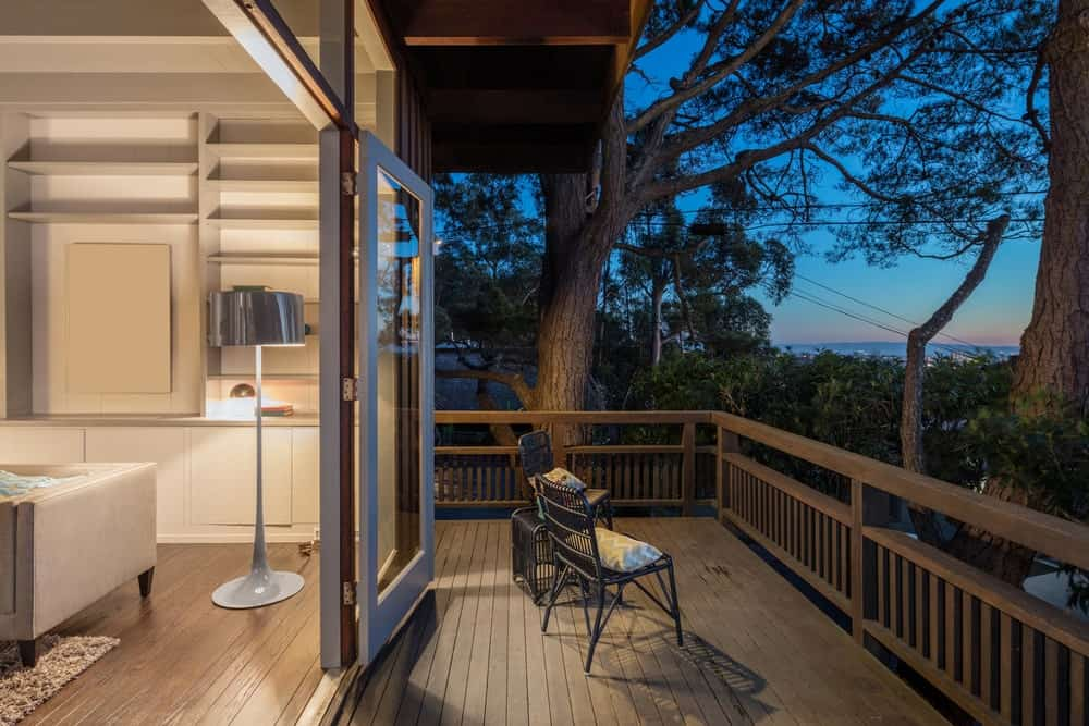 This deck offers an astonishing view of the beautiful surroundings.