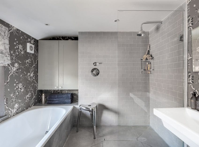 The stunning walls of this bathroom look very elegant. The bathtub looks perfectly placed as well.