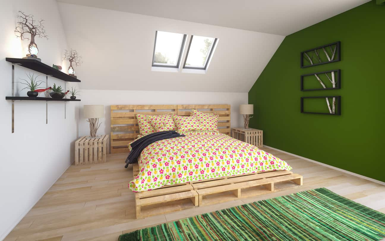 When you choose nice pallets, the resulting bed looks great. This bed is such an example - it uses light-wood but impeccable pallets creating a simple Scandinavian style bed.