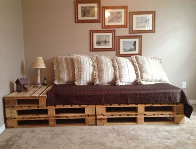 Pallet sofa with built-in side table