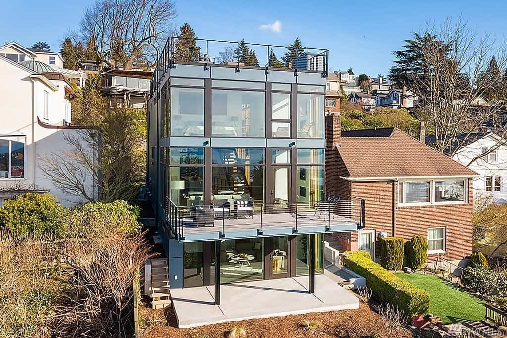Urban 3 storey glass house on a hill with city views in Seattle