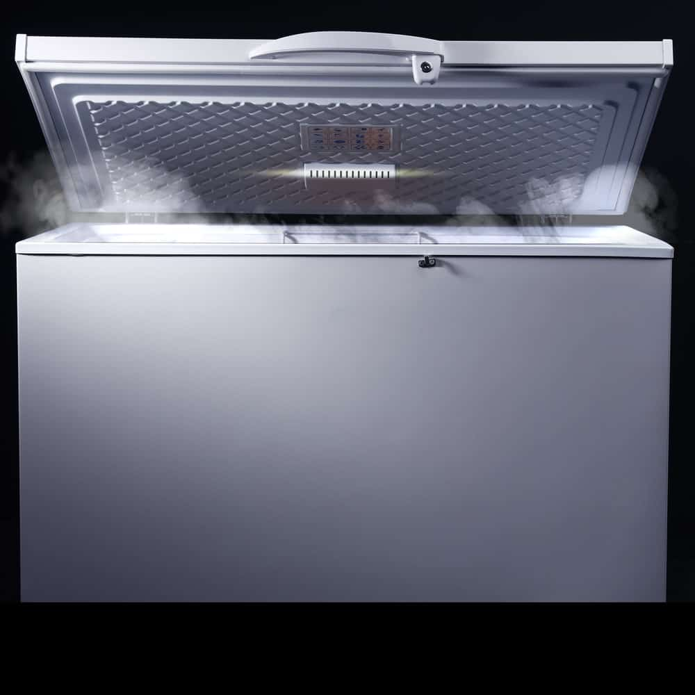 A single lid chest freezer