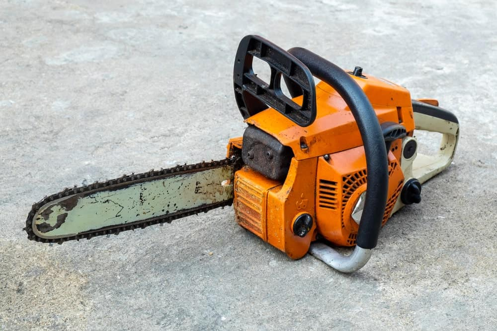 A chainsaw type of concrete saw