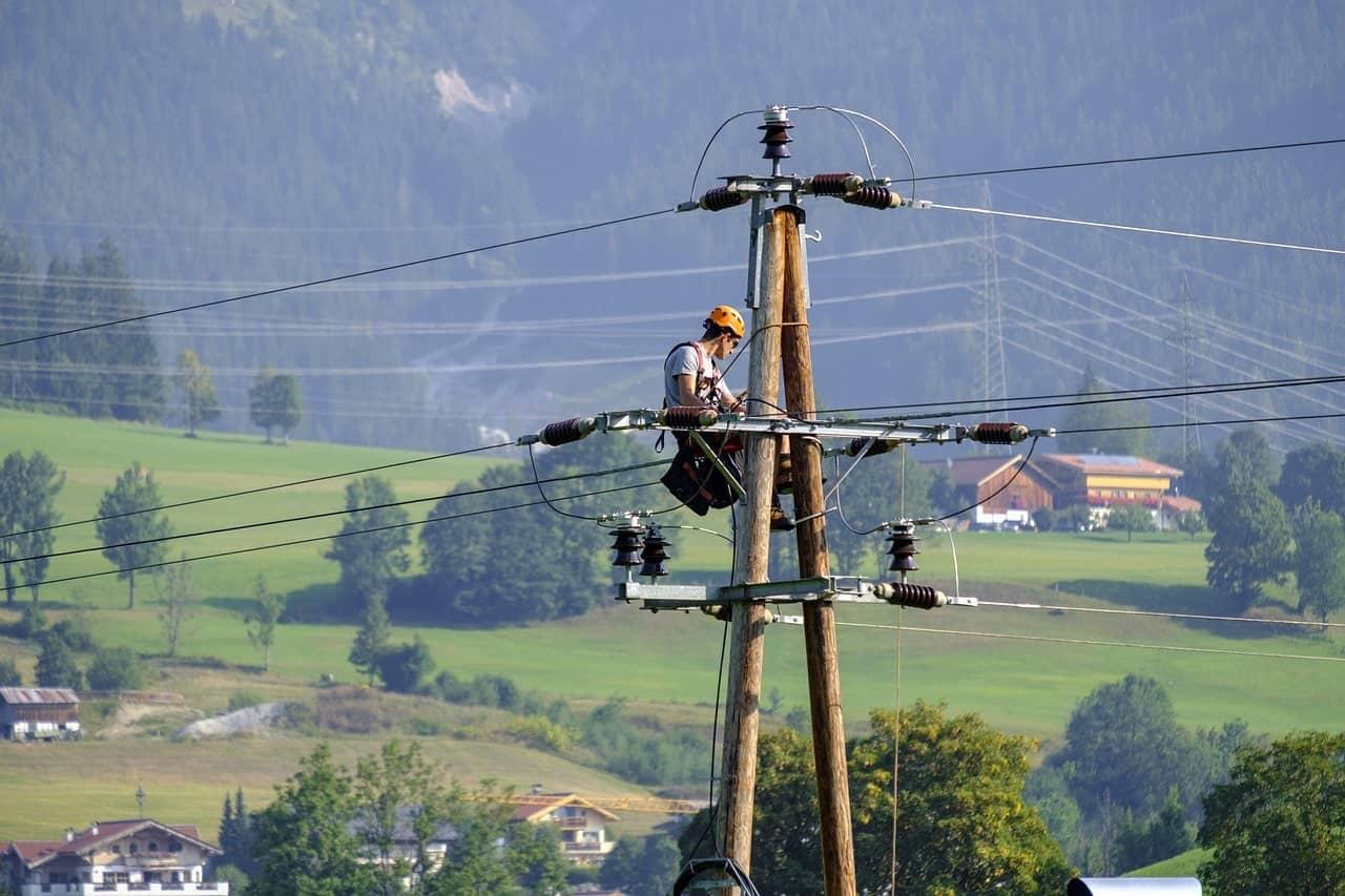 Telecommunications line installer