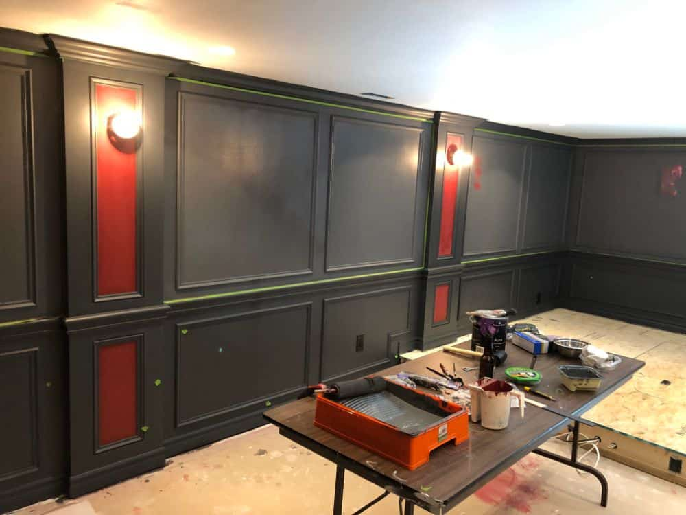 Obviously dark colors work well so that it is a dark space. The wall color is two-tone gray.